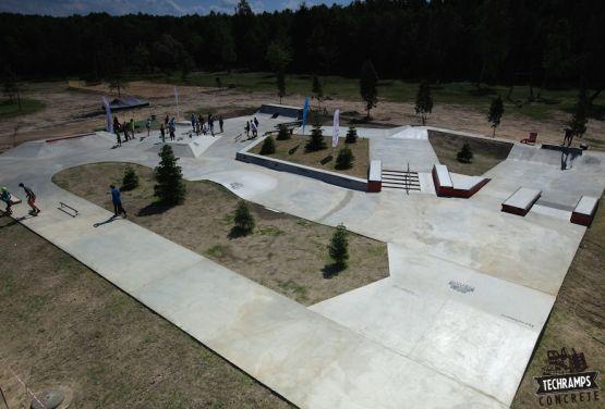 Przysucha - woodcamp - concrete skateplaza