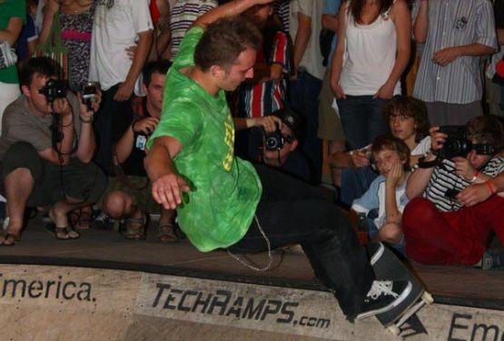 Skater na bowlu w Hotelu Forum