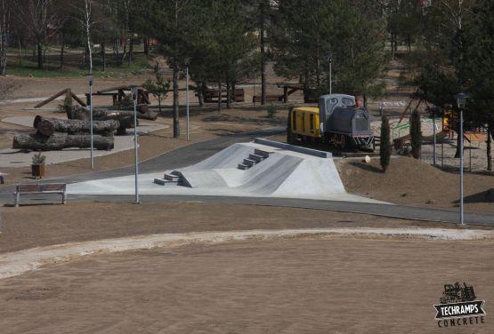 Skatespot with locomotive