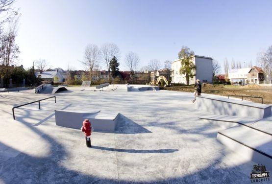 Tarnów - Skatepark betonowy
