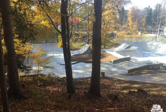 Skatepark in der Nähe des Waldes in Szklarska Poręba
