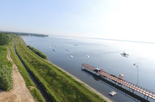 Obstáculo en wakepark en Jeziorsko