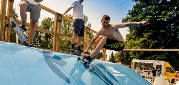 Waveparks -Carver skateboard