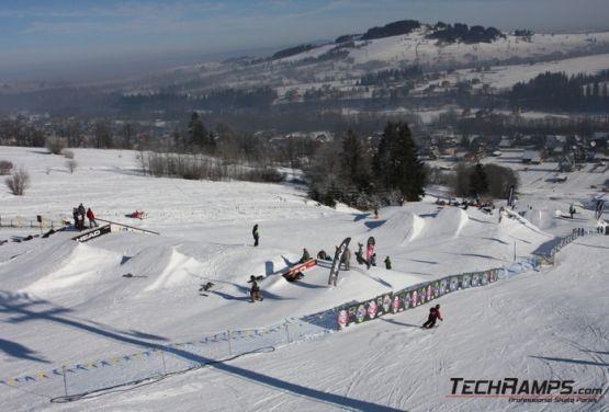 Widok na zjazd snowparku (Witów)