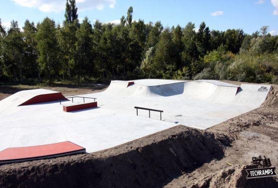 Monolit - Skatepark Trzebież