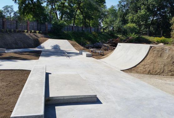 Manualpads in Żagań - Skatepark konkreter