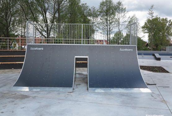 Zdjęcie przeszkody w modułowym skateparku w piszu